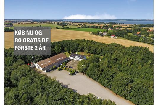 Landejendom på Øster Bisholtvej i Juelsminde - Ejendommen