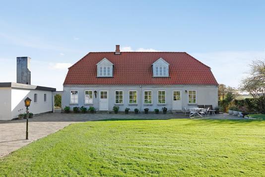 Villa på Fakkegravvej i Stouby - Ejendommen