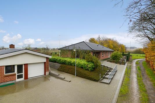 Villa på Sattrupvej i Østbirk - Mastefoto