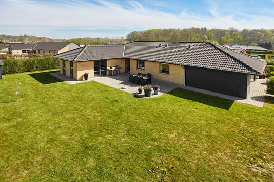 Villa på N P Danmarksvej i Hovedgård - Mastefoto