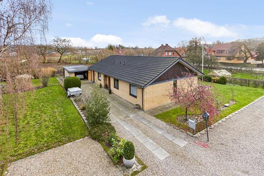 Villa på Engvangen i Hovedgård - Mastefoto