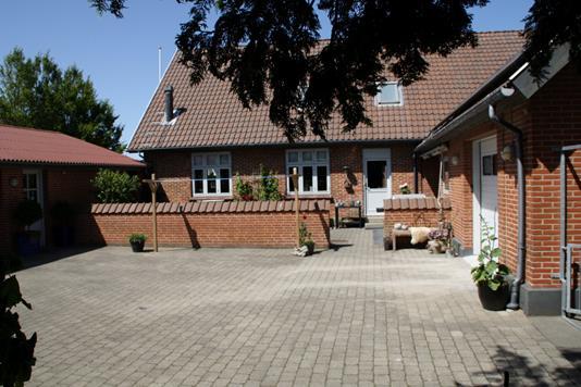 Villa på Ribevej i Rødding - Gårdmiljø