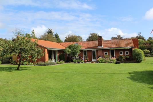 Villa på Højskolevænget i Rødding - Ejendommen