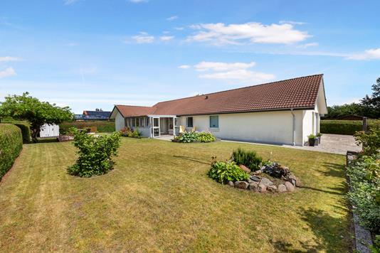 Villa på Egevænget i Almind - Ejendommen