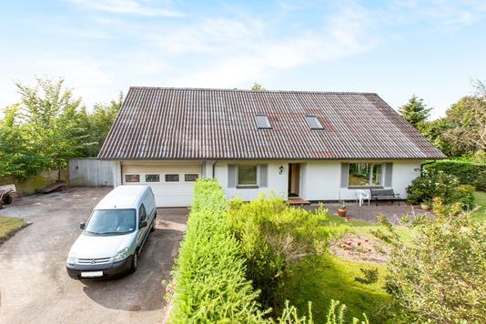 Villa på Fyrrelunden i Almind - Ejendommen