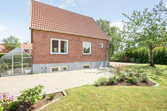 Villa på Jernbanegade i Vamdrup - Ejendommen