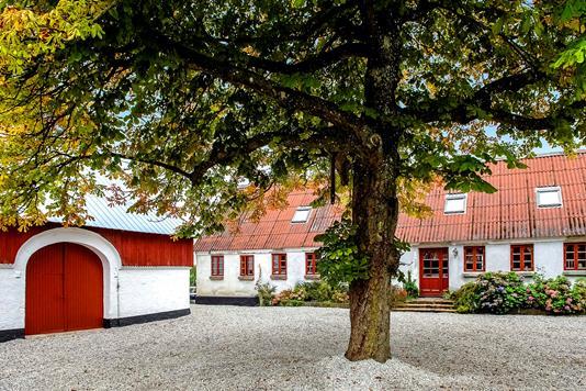 Landejendom på Rolles Møllevej i Lunderskov - Ejendommen