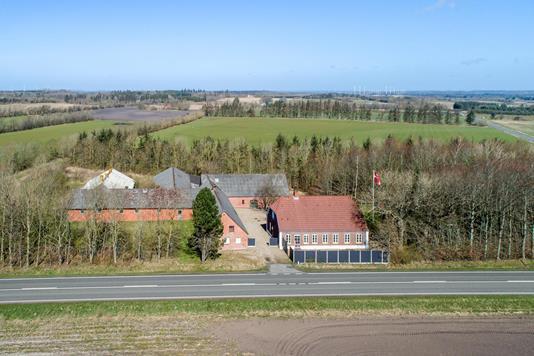 Landejendom på Ringkøbingvej i Holstebro - Luftfoto