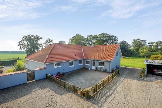 Villa på Hellevadvej i Løgumkloster - Ejendommen