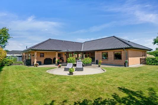 Villa på Hasselkær i Aabenraa - Set fra haven