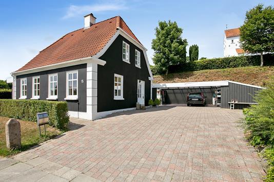 Villa på Kirkevænget i Rødekro - Set fra vejen
