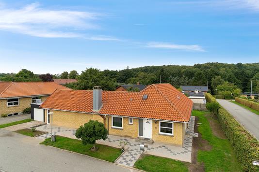 Villa på Brændbjerg i Aabenraa - Set fra vejen