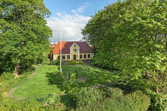 Landejendom på Rugbjergvej i Rødekro - Ejendommen