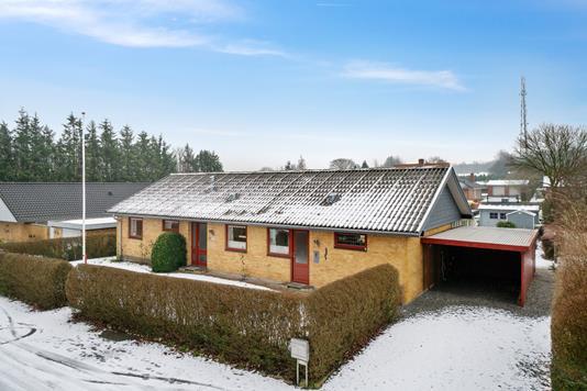 Villa på Tavlsbjergvej i Rødekro - Set fra vejen
