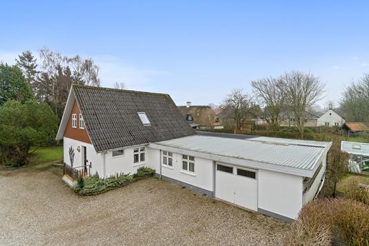 Villa på Løjt Gildegade i Aabenraa - Set fra vejen