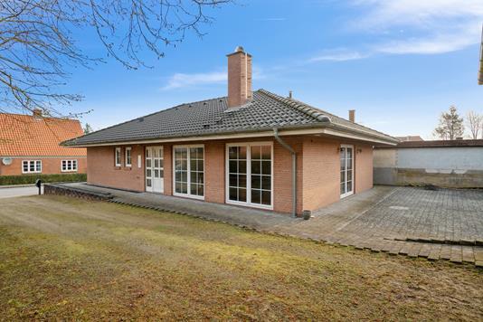 Villa på Stationsvej i Rødekro - Set fra haven