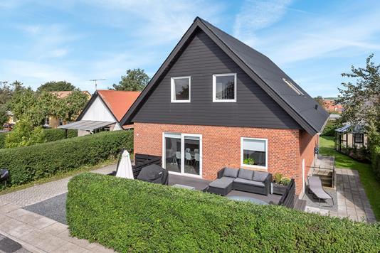 Villa på Møllebakkevej i Løgstør - Ejendommen
