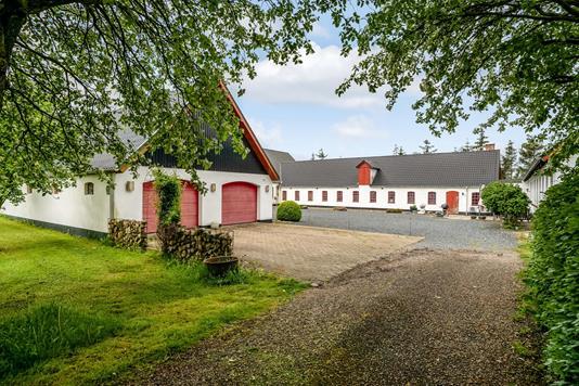 Landejendom på Stengårdsvej i Løgstør - Ejendommen