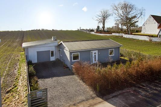 Villa på Kirkemosevej i Føllenslev - Ejendommen
