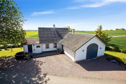 Villa på Urhøjvej i Store Fuglede - Set fra vejen