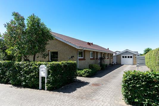 Villa på Enggårdsvej i Jerslev Sjælland - Set fra vejen