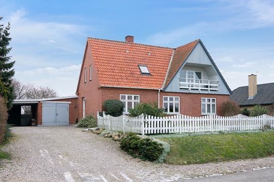 Villa på Bjergstedvej i Snertinge - Set fra vejen