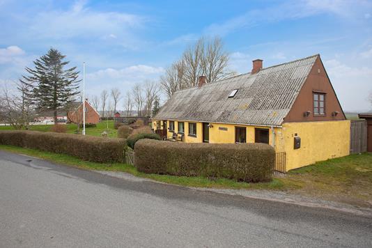 Villa på Huslodsvej i Gørlev - Set fra vejen
