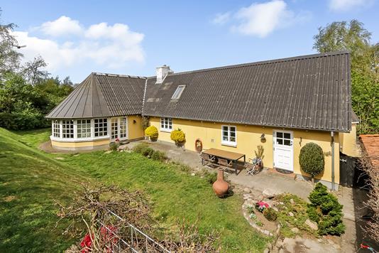 Villa på Nellemosevej i Haarby - Ejendommen