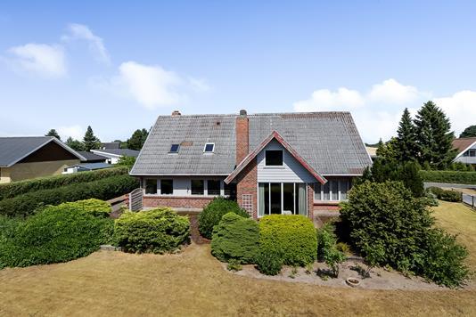 Villa på Kronhjortløkken i Odense NV - Ejendommen