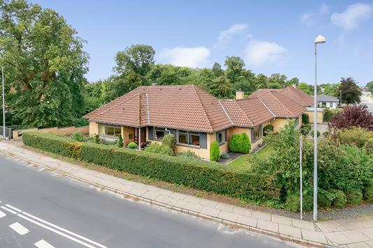 Villa på Jernbanevej i Odense NV - Ejendommen