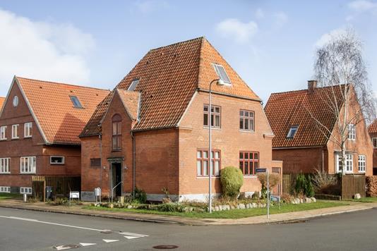 Villa på Dronning Olgas Vej i Odense C - Ejendommen