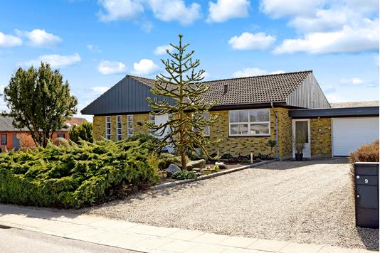 Villa på Tværgade i Ejby - Ejendommen