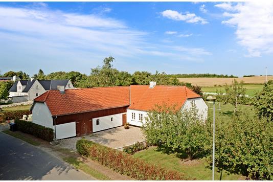 Landejendom på Kirke Søbyvej i Assens - Ejendommen