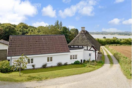 Villa på Strandby Skov i Haarby - Ejendommen