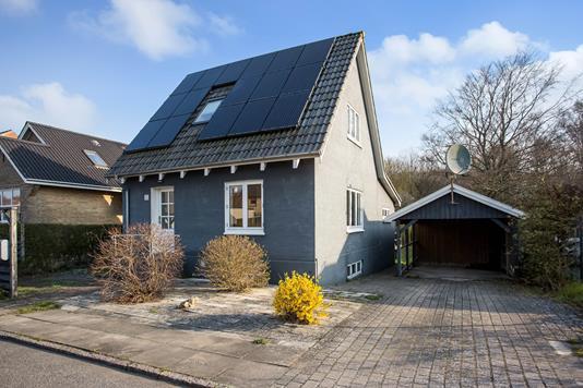 Villa på Engmosevej i Assens - Ejendommen
