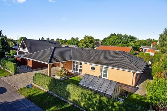 Villa på Mårvænget i Tappernøje - Set fra vejen