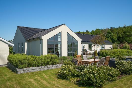 Villa på Løgparken i Holmegaard - Set fra haven