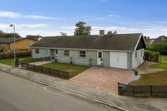 Villa på Gartnervænget i Herlufmagle - Set fra vejen