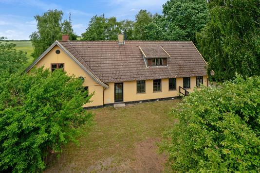 Villa på Arløse Torp Vej i Sandved - Ejendommen