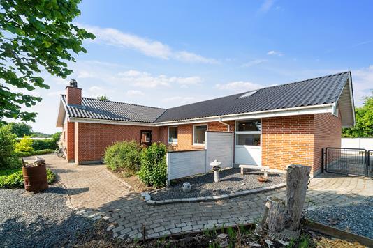 Villa på Solbakkevej i Holmegaard - Ejendommen
