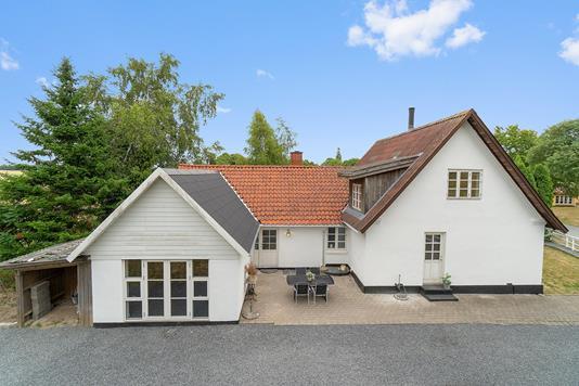 Villa på Kalbyvej i Holmegaard - Set fra vejen