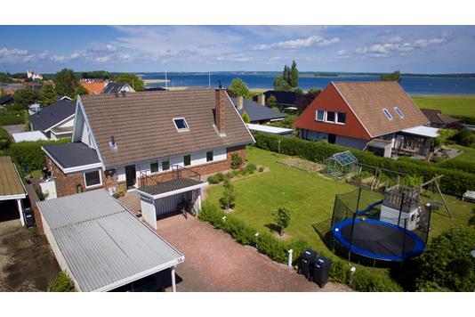 Villa på Mikkelhøj i Karrebæksminde - Set fra vejen