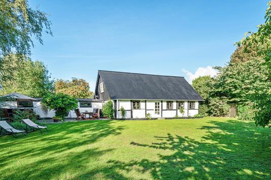 Villa på Røllikevej i Lundby - Set fra haven