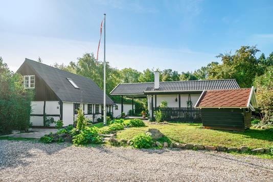 Villa på Røllikevej i Lundby - Ejendommen