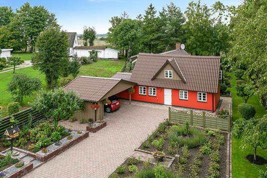 Villa på Dystedvej i Holmegaard - Set fra vejen