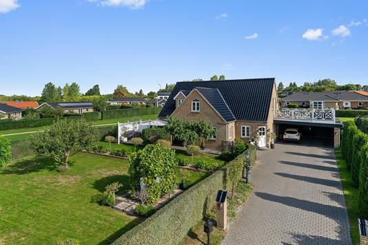 Villa på Thyrasvej i Holmegaard - Set fra vejen