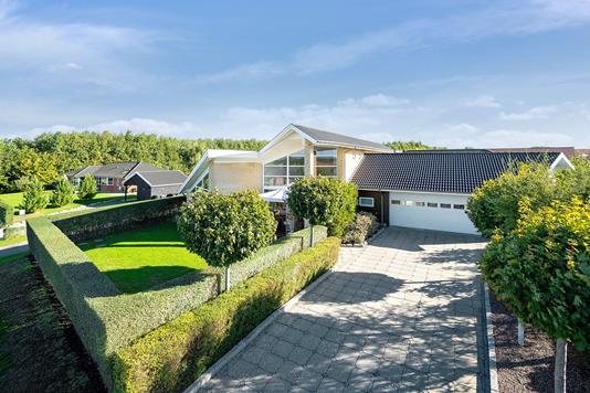 Villa på Fagotvej i Næstved - Set fra vejen