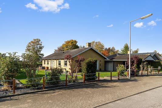 Villa på Mågevænget i Herlufmagle - Set fra vejen