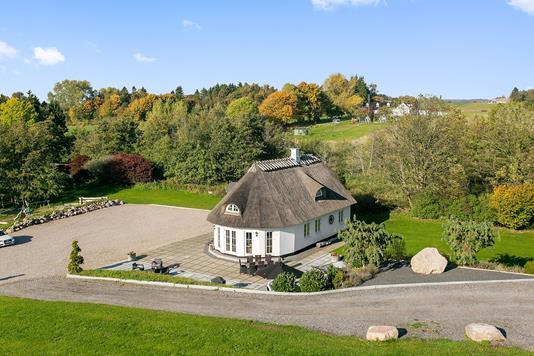 Landejendom på Atterbakkevej i Holmegaard - Ejendommen