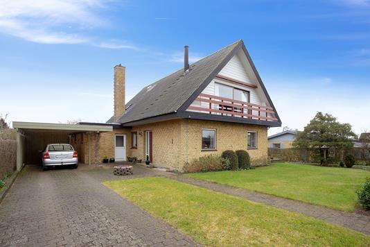 Villa på Basnæsvej i Næstved - Set fra vejen